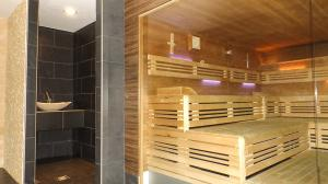Orange_Fitness_Sauna_1